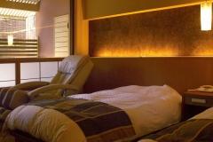 【別邸美悠】庭園側63平米寝室イメージ