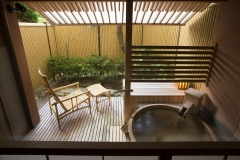 【別邸美悠】庭園側63平米客室露天風呂イメージ